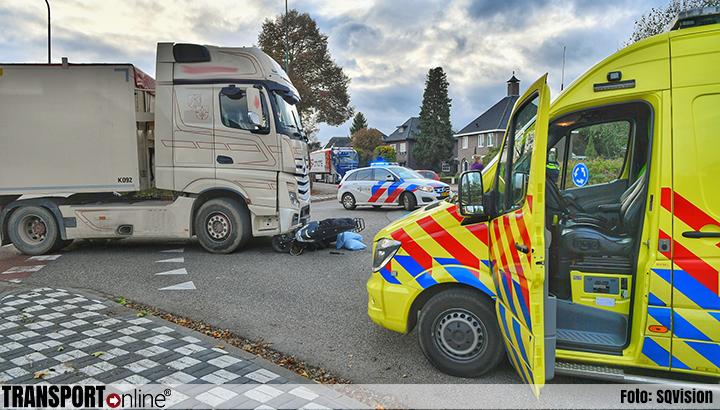 Scooterrijder gewond na aanrijding met vrachtwagen [+foto]