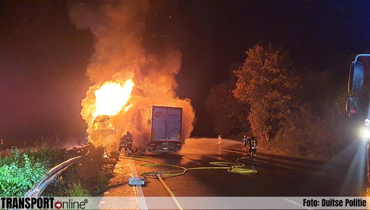 Vrachtwagen in brand na ongeval op Duitse A3 [+foto's]