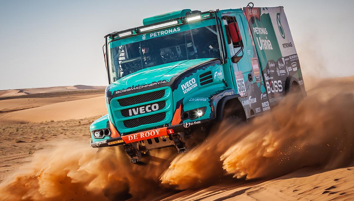Team De Rooy met vier trucks aan de start van Dakar 2022