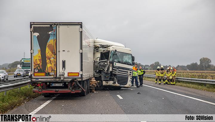 Aanrijding met twee vrachtwagens op A58 [+foto's]