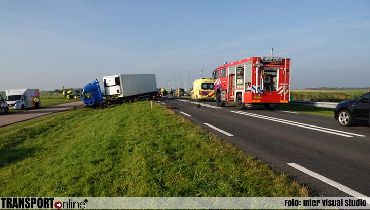 Aanrijding vrachtwagen en meerdere auto's op N9 [+foto]