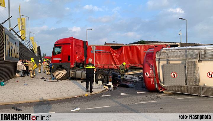 Aanrijding tankwagen en vrachtwagen in Rotterdam, tanktrailer gekanteld [+foto's]