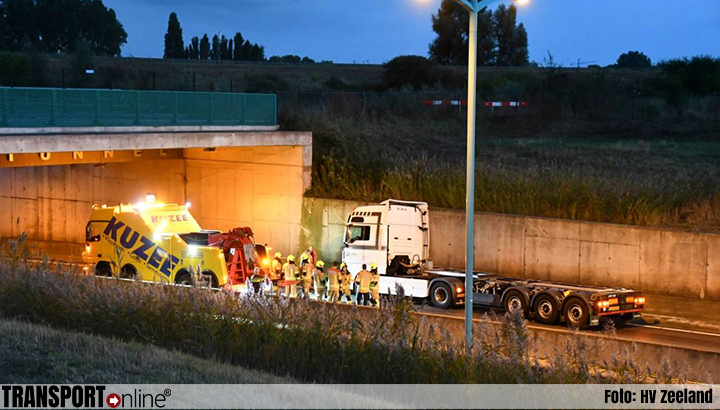 Sluiskiltunnel deels dicht vanwege ongeluk met vrachtwagen [+foto]
