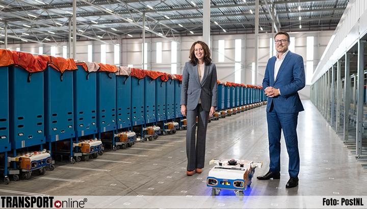 PostNL opent uniek gerobotiseerd sorteercentrum voor kleine pakketten