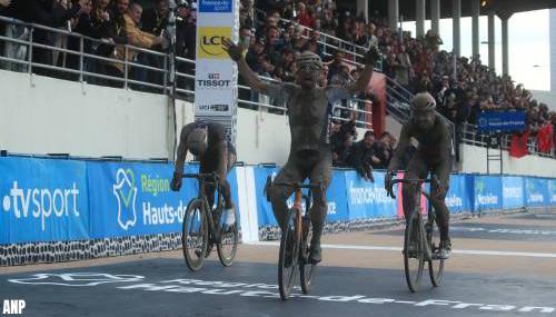 Sonny Colbrelli wint Parijs-Roubaix, Van der Poel derde