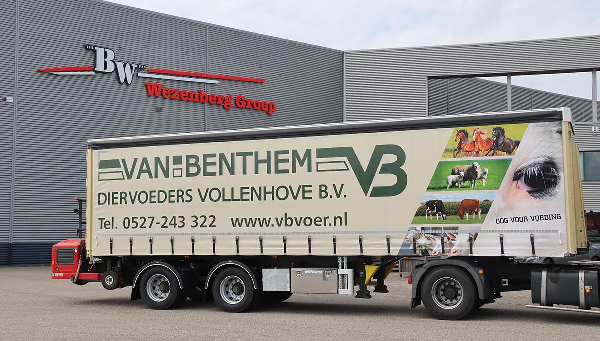 Op maat gemaakte WEB Tautliner met Kooi Aap voor Van Benthem Diervoeders Vollenhove