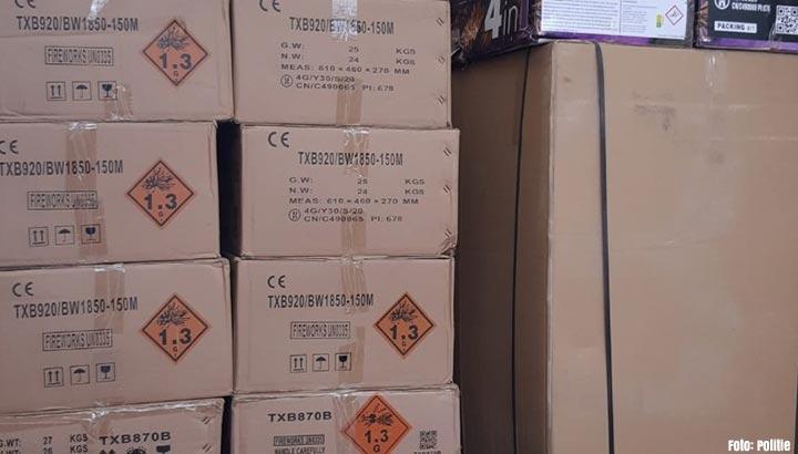 Niet teruggebrachte gehuurde vrachtwagen leidt naar 3700 kilo illegaal vuurwerk in Tilburg