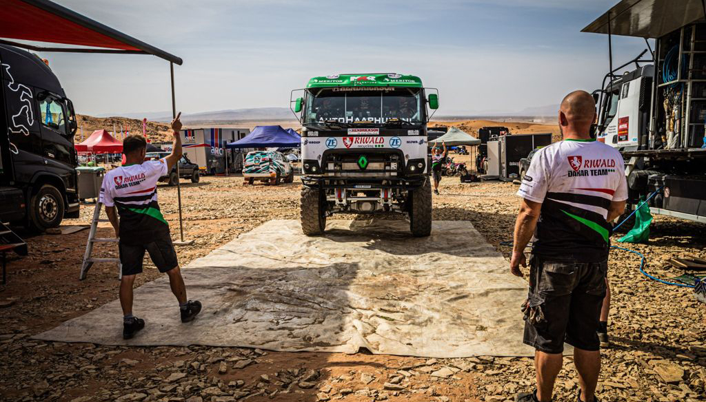 Riwald Dakar Team test Hybride Renault truck tijdens Rally du Maroc