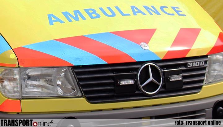 Ongeluk gezin op weg naar vliegveld, dode en vier gewonden