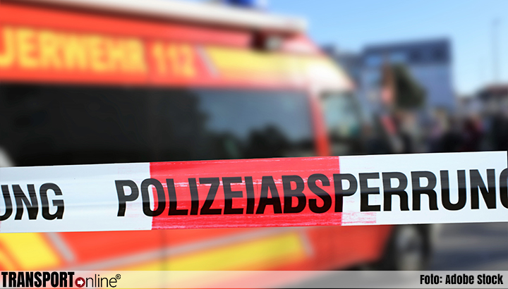 Machinist overleden en meerdere vrachtwagenchauffeurs gewond na ongeluk met goederentrein [+foto's]