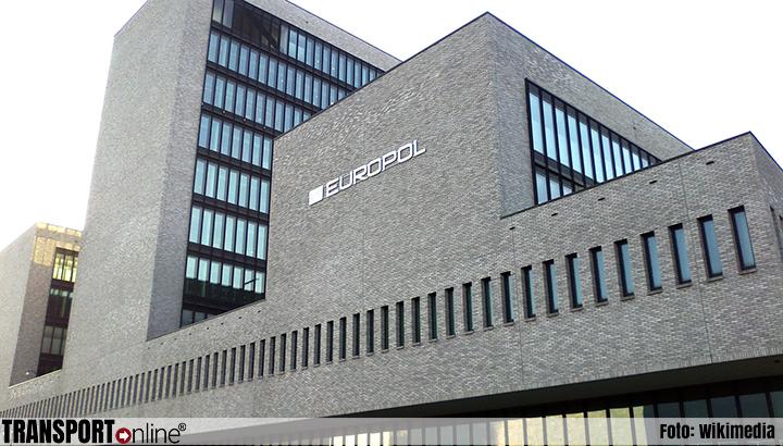 Europol rolt grote bende mensensmokkelaars op