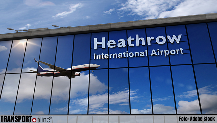 Storing op Britse luchthavens zorgt voor lange rijen