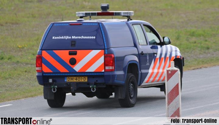 Marechaussee pakt inklimmers en assenhangers op in Europoort en Hoek van Holland
