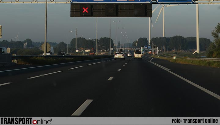 Automobilisten massaal op de bon voor overtreden rood kruis op A22 bij Velsen-Noord