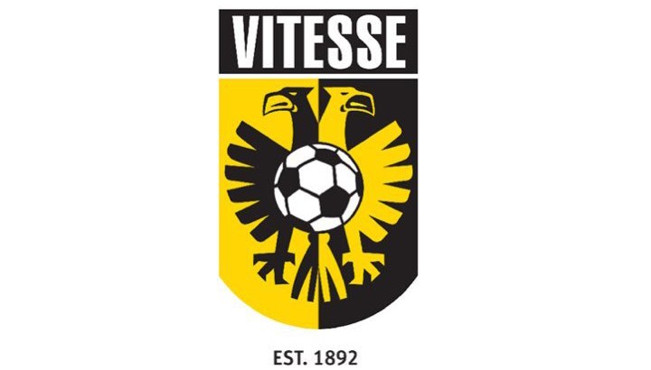 Acht stafleden voetbalclub Vitesse positief getest, waaronder hoofdtrainer