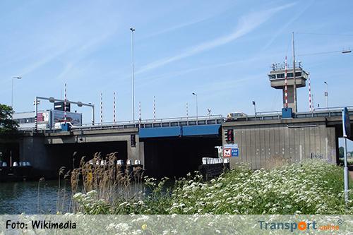 Giessenbrug (A20) geruime tijd dicht voor scheepvaart