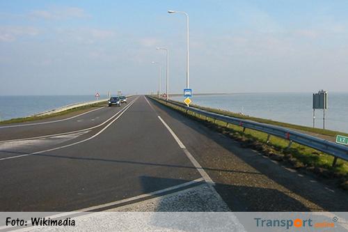 Boskalis gaat Houtribdijk versterken
