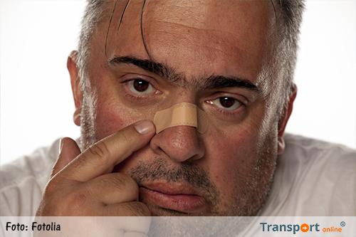 Gebroken neus voor touringcarchauffeur na mishandeling